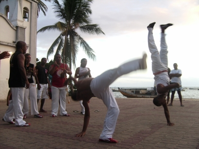 Brazil, TAYGRA with feet ground capoeira in Praia do Strong, Bahia,